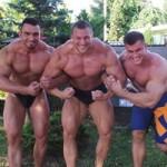 Emil, Norbert i Paweł trenuja klate i bicepsy