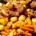 Karkówka pieczona z ziemniakami i marchewką