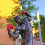 Pomnik Arnolda Schwarzeneggera zdewastowany!